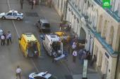 В Москве таксист въехал в толпу болельщиков из Мексики