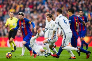 BARCELONA, SPAIN - DECEMBER 03: Lionel Messi (L) of FC Barcelona conducts the ball next to his teammate Luis Suarez (R) and Luka Modric (2nd L) and Sergio Ramos (2nd R) of Real Madrid CF during the La Liga match between FC Barcelona and Real Madrid CF at Camp Nou stadium on December 3, 2016 in Barcelona, Spain. (Photo by Alex Caparros/Getty Images)
