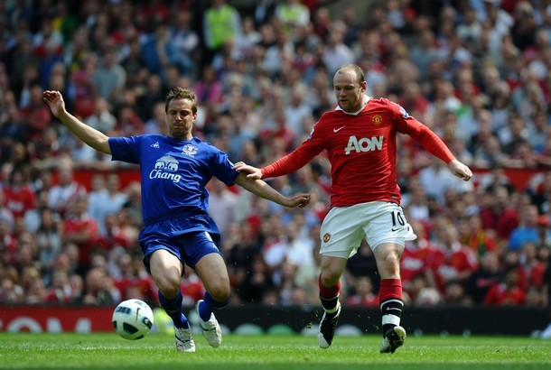 Manchester United's English striker Wayne Rooney (R) shoots wide under pressure from Everton's English defender Phil Jagielka (L) during the English Premier League football match between Manchester United and Everton at Old Trafford in Manchester, north-west England on April 23, 2011. AFP PHOTO/PAUL ELLISFOR EDITORIAL USE ONLY Additional licence required for any commercial/promotional use or use on TV or internet (except identical online version of newspaper) of Premier League/Football League photos. Tel DataCo +44 207 2981656. Do not alter/modify photo. (Photo credit should read PAUL ELLIS/AFP/Getty Images)