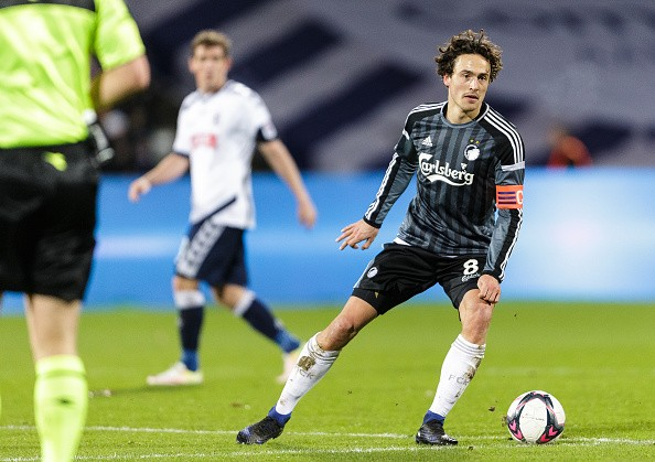 AARHUS, DENMARK - DECEMBER 11: Thomas Delaney of FC Copenhagen controls the ball during the Danish Alka Superliga match between AGF Aarhus and FC Copenhagen at Ceres Park on December 11, 2016 in Aarhus, Denmark. (Photo by Allan Hogholm / FrontZoneSport via Getty Images)