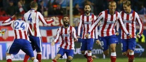 epa04666804 Atletico Madrid players celebrate after defeating Bayer Leverkusen at the end of their Champions League round of 16 return match played at Vicente Calderon stadium in Madrid, central Spain, 17 March 2015.  EPA/JUANJO MARTIN