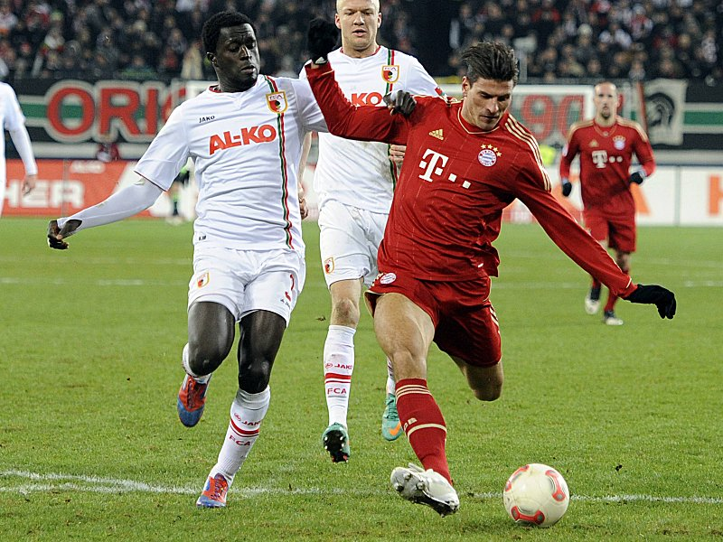 Bildnummer: 12079824 Datum: 08.12.2012 Copyright: imago/Sven Simon Tor zum 2-0 durch Mario GOMEZ (Bayern Muenchen) gegen Gibril SANKOH (FC Augsburg),Aktion,Torschuss. Fussball 1. Bundesliga, 16. Spieltag,FC Augsburg (A)-FC Bayern Muenchen (M) 0-2. Liga1,Spieltag16,Saison 2012/13,am 08.12..2012. ; Fussball GER 1. BL 2013 xsp x0x 2012 quer Highlight Sports SP SPO Fussball Football Soccer Ballsport Profis Profi Profifussballer Fussballspieler Fussballbundesliga 1. Bundesliga DFL 1.Liga Erste Liga Ligaspiel Spiel Fussballspiel Match Verein Vereinstrikot Club Dress Jersey Trikot Maenner Herren Men Saison 2012 2013 2012/2013 12/13 aktuellSport Image number 12079824 date 08 12 2012 Copyright imago Sven Simon goal to 2 0 through Mario Gomez Bavaria Munich against Gibril Sankoh FC Augsburg Action shot Torschuß Football 1 Bundesliga 16 Matchday FC Augsburg A FC Bavaria Munich m 0 2 Spieltag16 Season 2012 13 at 08 12 2012 Football ger 1 BL 2013 x0x 2012 horizontal Highlight Sports SP SPO Football Football Soccer Ball sports Professionals Professional Professional footballers Football players Football Bundesliga 1 Bundesliga DFL 1 League First League League game Game Football game Match Club Club jersey Club Dress Jersey Jersey Men men Men Season 2012 2013 2012 2013 12 13
