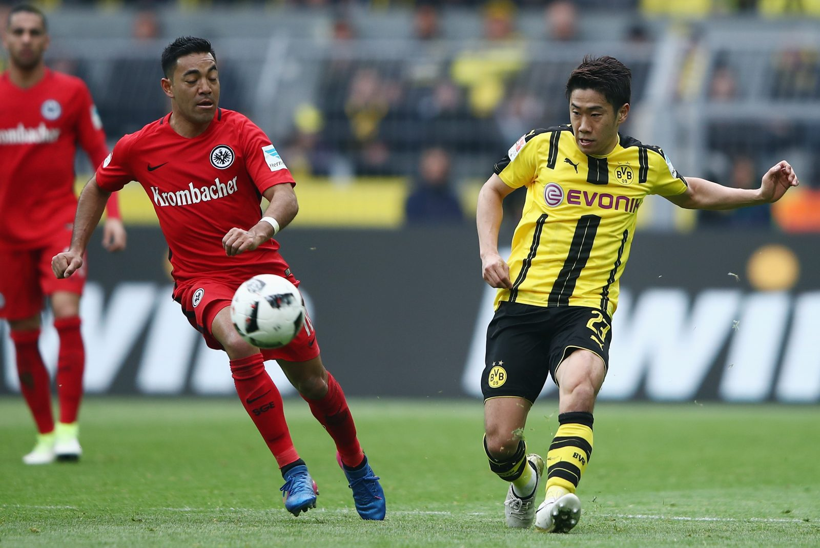 DORTMUND, GERMANY - APRIL 15: Shinji Kagawa (R) of Dortmund is challenged by Marco Fabian of Frankfurt during the Bundesliga match between Borussia Dortmund and Eintracht Frankfurt at Signal Iduna Park on April 15, 2017 in Dortmund, Germany. (Photo by Alex Grimm/Bongarts/Getty Images)