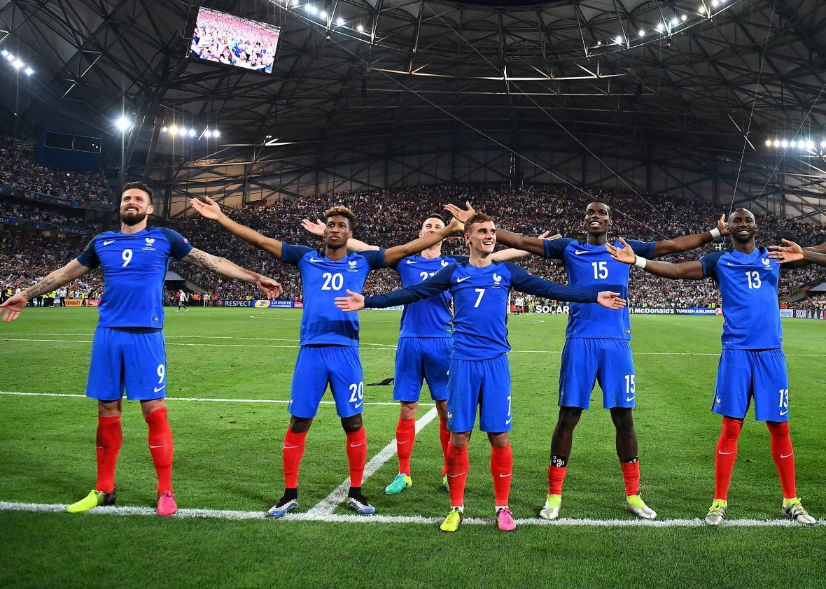 545399686-france-team-members-celebrate-after-beating-germany-2-0.jpg.CROP.promo-xlarge2